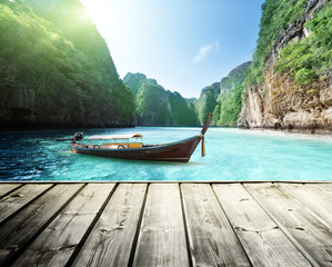 Fototapete - rock of Phi Phi island in Thailand and wooden platform