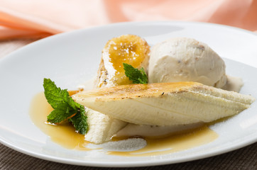 Caramelized bananas with mint