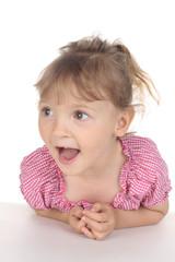 Kleines Mädchen ist erstaunt
