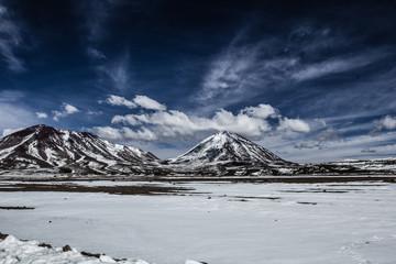 Fototapete - Desert and mountain on Altiplano,Bolivia