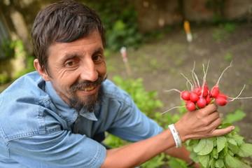 jardinier et radis