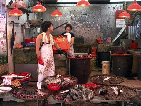 hongkong mongkok wet market fishmongers