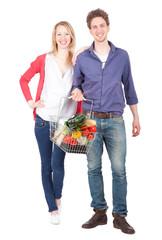 Pärchen mit Einkaufskorb