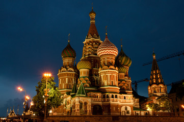 Fototapete - St Basils Cathedral at night