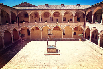 Fototapete - assisi cathedarl courtyard