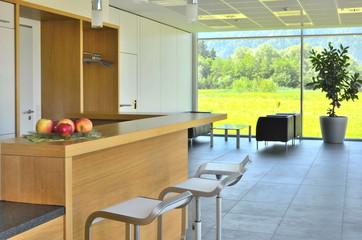 Cafeteria, Lounge mit Ausblick in Natur