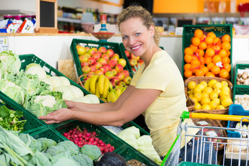 woman buys organic food
