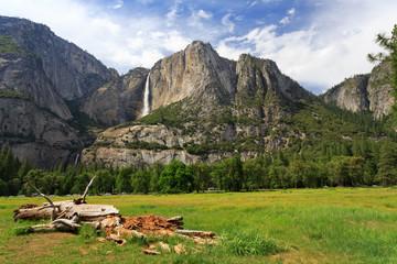 Wall Mural - Upper and Lower Yosemite Falls