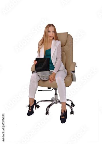 Красивые девушки на кресле фото 746-683