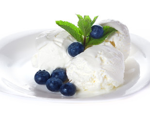 Vanilla ice cream  with mint and blueberries