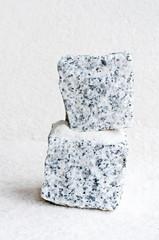 zwei granitquader