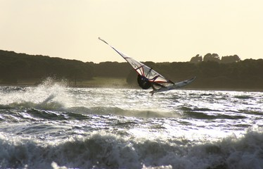 Windsurfer im Sprung