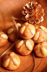 Bethmännchen mit goldenem Zapfen