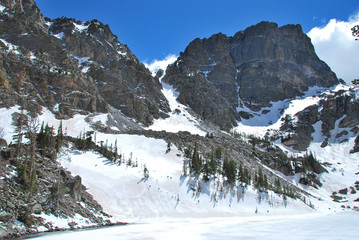 Wall Mural - Emerald lake and Hallett peak, Rocky Mountain National Park, CO