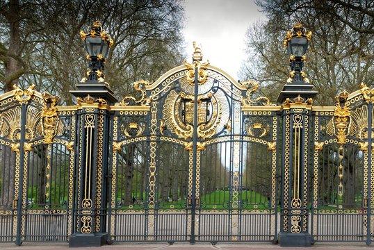 buckingham palace door