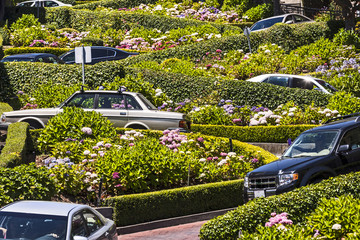 Fotobehang San Francisco View of Lombard Street, the crookedest street in the world, San