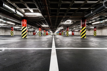 Papiers peints Tunnel Parking garage underground interior