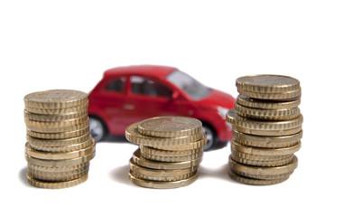 argent et voiture rouge