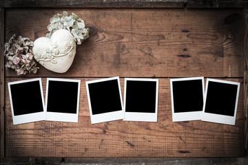 Polaroid, Fotorahmen auf Holz mit Herz und Hortensien