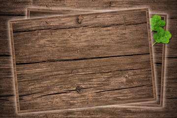 Holztafeln mit Kleeblatt, blackboard
