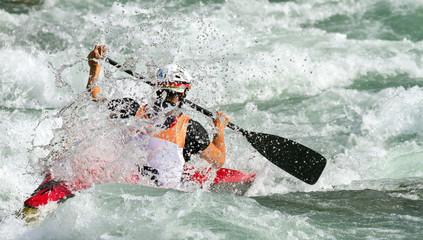 Fototapete - discesa nelle rapide con canoa