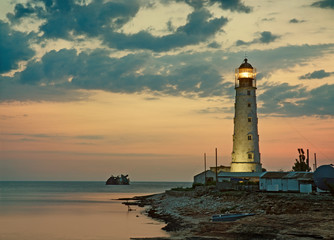Photo sur Aluminium Phare Old lighthouse on sea coast, Tarkhankut, Crimea, Ukraine