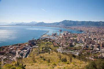 La pose en embrasure Palerme Palermo - outlook over city, coast and harbor