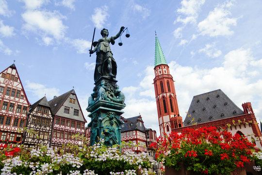 Justitia auf dem Römerberg in Frankfurt am Main