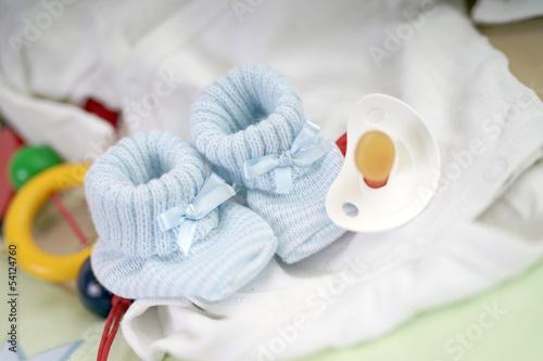 babyschuhe und schnuller stockfotos und lizenzfreie bilder auf bild 54124760. Black Bedroom Furniture Sets. Home Design Ideas