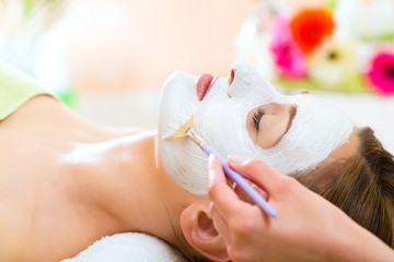 Fototapeta Wellness - woman getting face mask in spa obraz