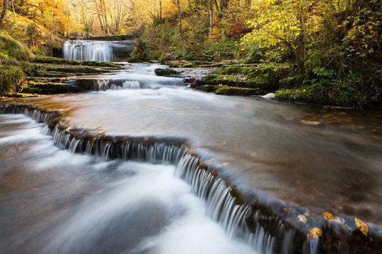 Petites cascades en pleine nature