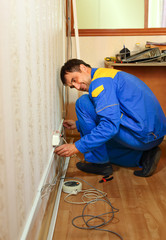 installs electrical network
