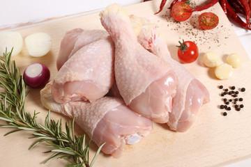 deliziosa carne coscie di pollo sfondo legno