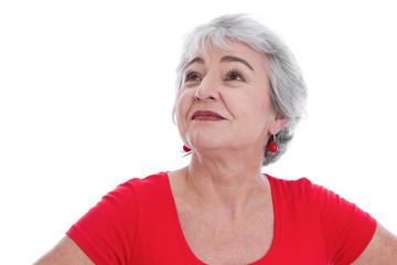 Gesichte einer älteren Frau mit Falten - isoliert und Rot
