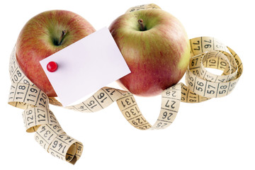 zwei Äpfel mit Maßband und Zettel