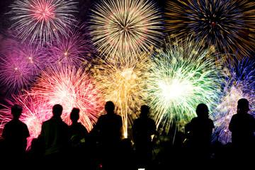 打ち上げ花火と観客