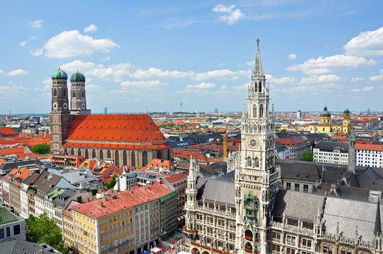 München mit Rathaus und Frauenkirche