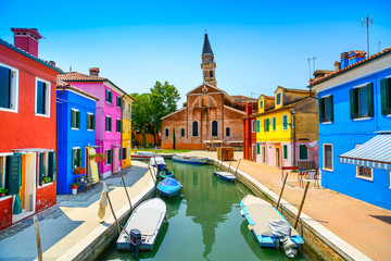 Keuken foto achterwand Venetie Venice landmark, Burano canal, houses, church and boats, Italy