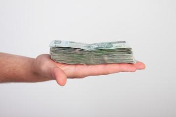 banknoty na dłoni