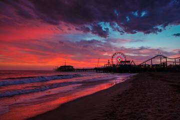Fotobehang - Santa Monica ocean beach and pier at sunset