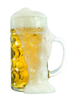 boccale con birra straripata
