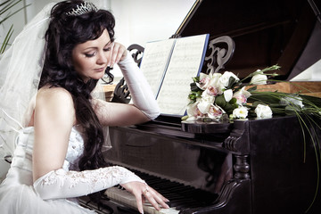 bride longs at the piano