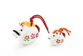 親子 午年人形 干支(馬)置物 白バック|正月イメージ素材