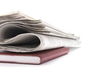 手帳と新聞