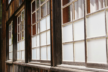 木造の古い窓