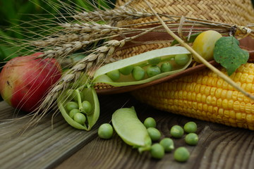 Green peas, corn, onion, apple and a straw hat