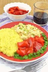 sałatka gyros z ryżem i papryką