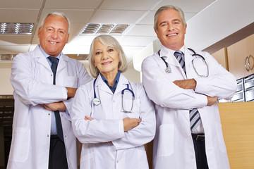 Team von Ärzten im Krankenhaus