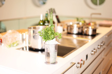 große helle Küche
