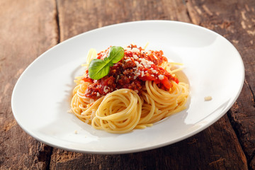 Spaghetti topped with bolognaise sauce